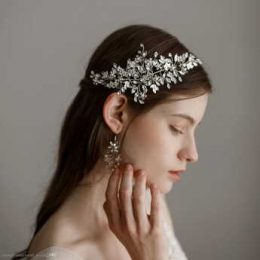 How to choose the right wedding accessories for hair?