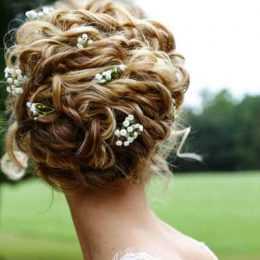 Essential guide to wedding hairstyles for a curly hair